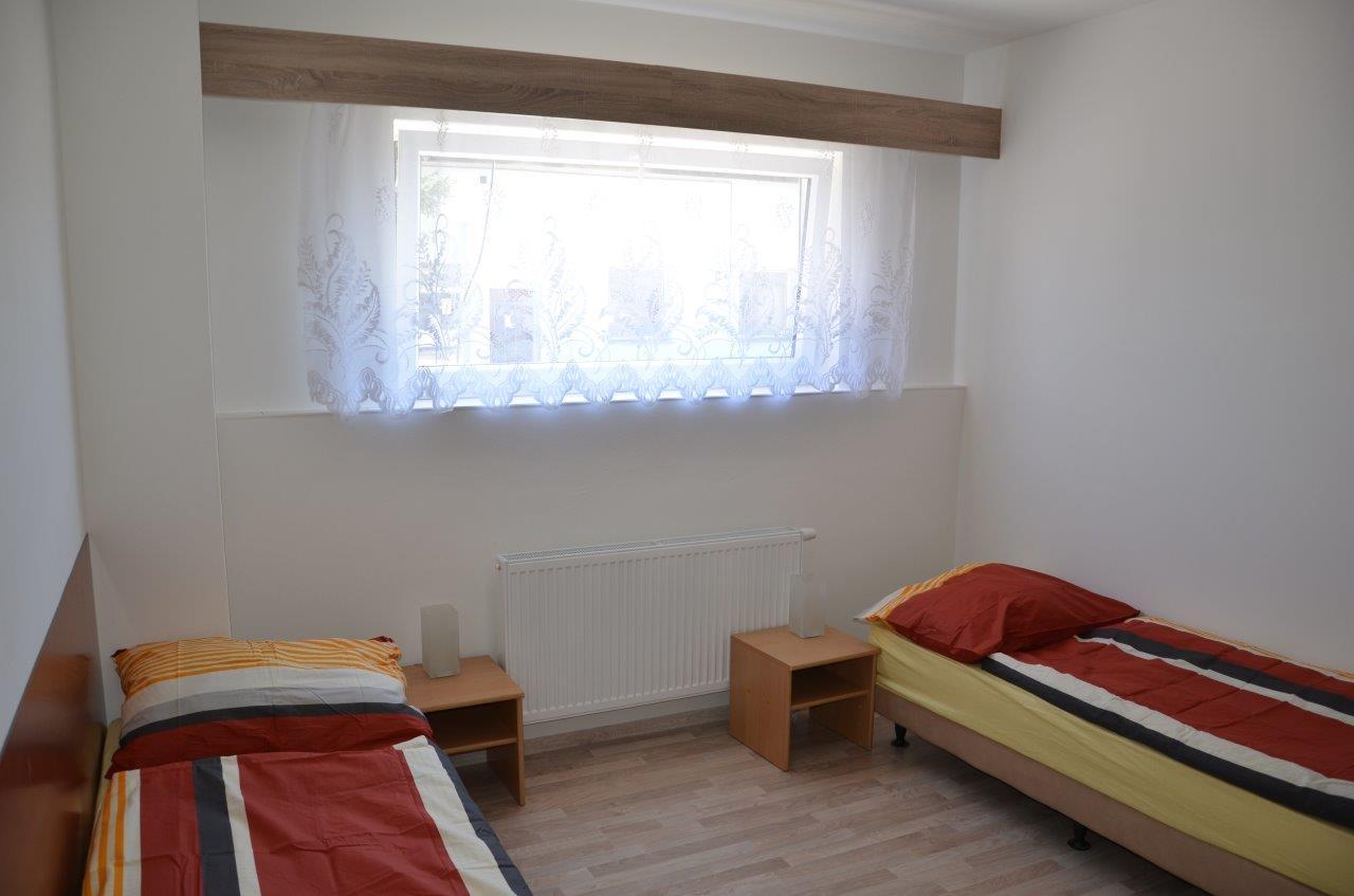 Nové apartmány s vlastní koupelnou a WC, nově vybavená vlastní kuchyně s lednicí